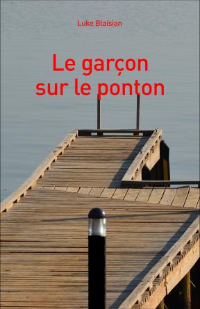 Le garçon sur le ponton